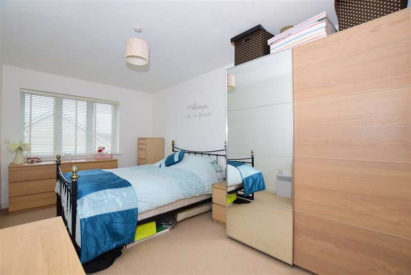 2 Bedrooms Apartment Flat for sale in Poynder Drive, Holborough Lakes, Kent