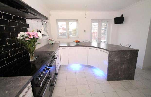 3 Bedrooms Terraced House for sale in Northridge Road, Gravesend, Kent, DA12
