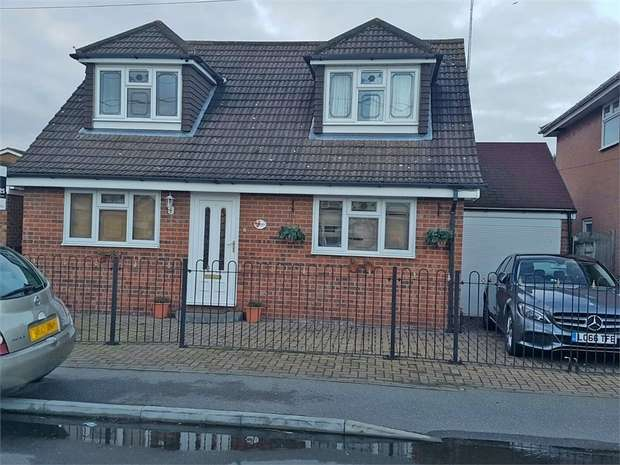 5 Bedrooms Detached Bungalow for sale in Central Avenue, Canvey Island, Essex