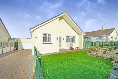 3 Bedrooms Bungalow for sale in Newquay, Cornwall, .