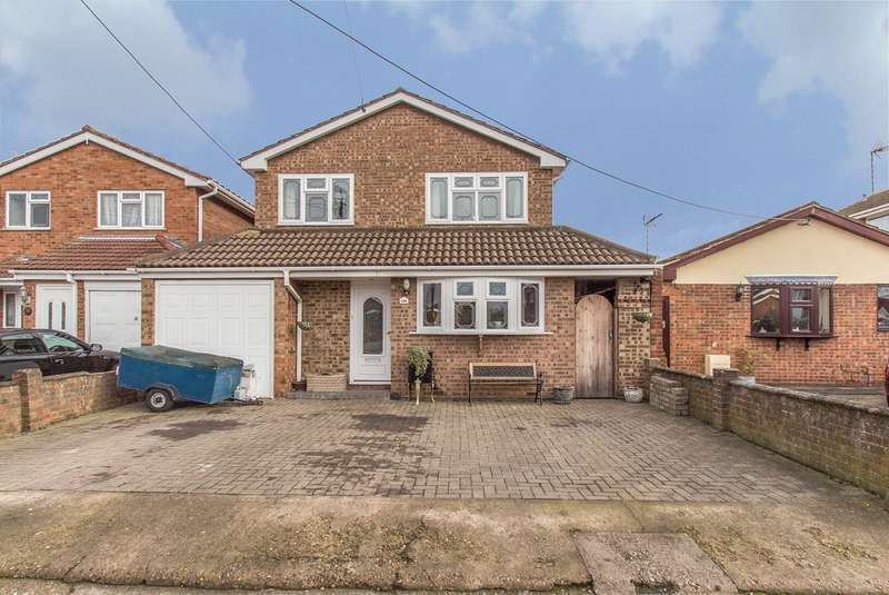 4 Bedrooms Detached House for sale in Gills Avenue, Canvey Island, SS8