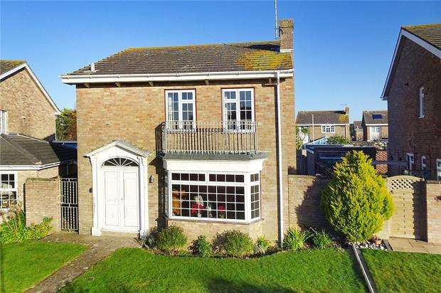 3 Bedrooms Detached House for sale in The Martlets, Rustington, West Sussex, BN16
