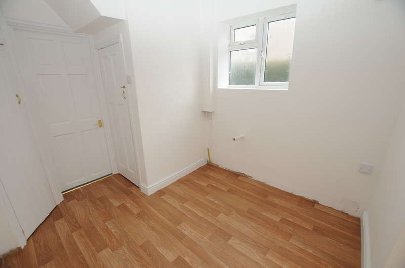3 Bedrooms End Of Terrace House for sale in Broad Ing Crescent