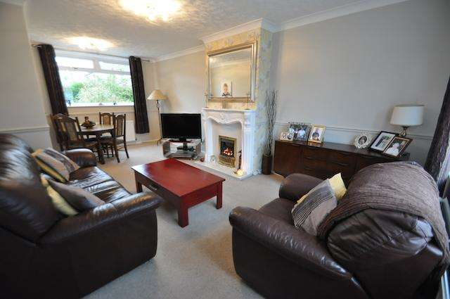 2 Bedrooms Semi Detached House for sale in Thornhill Avenue, Hull, HU8 0EU