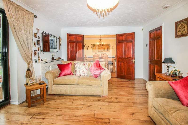 4 Bedrooms Detached House for sale in Milburn Close, Luton, LU3 4EH
