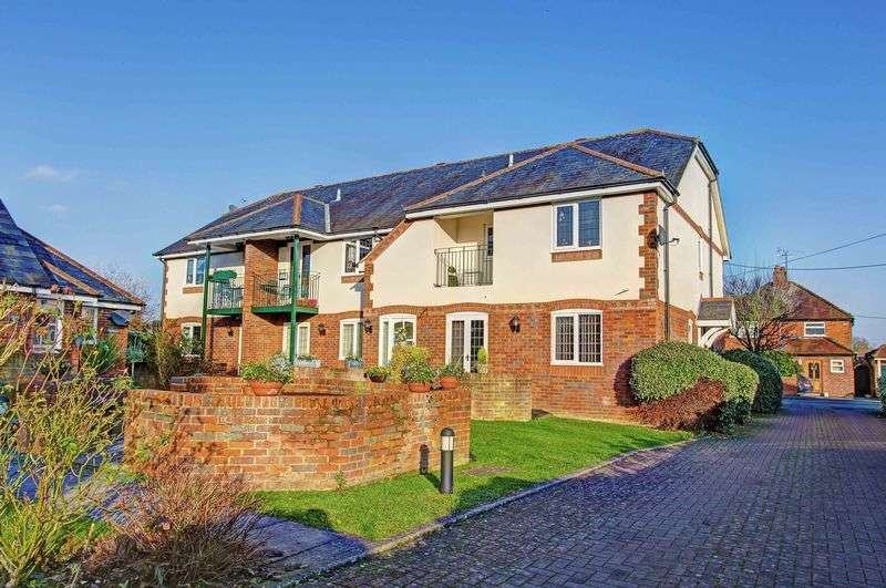 2 Bedrooms Flat for sale in Dedmere Rise, Marlow SL7