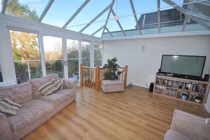 3 Bedrooms Semi Detached House for sale in Cock Road Kingswood