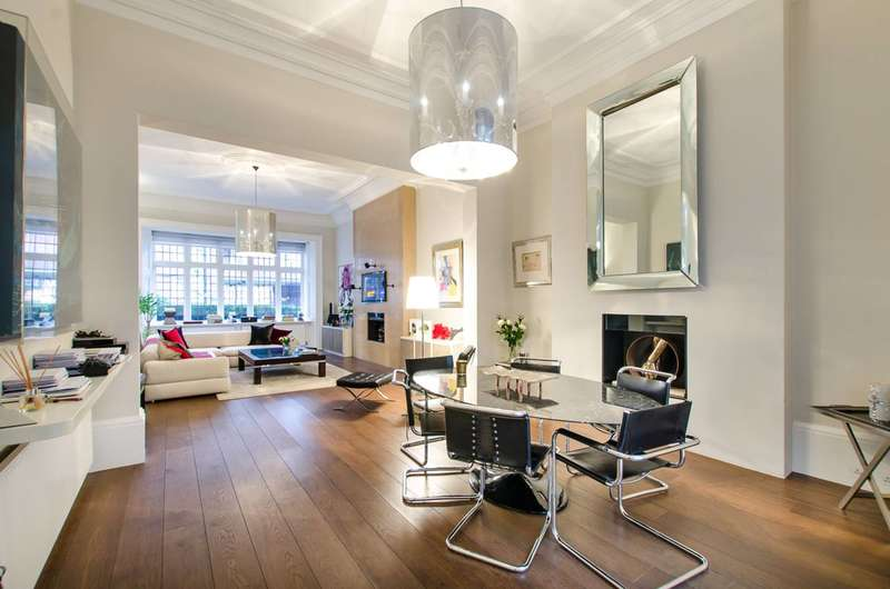 3 Bedrooms Flat for sale in Palace Gate, Kensington, W8