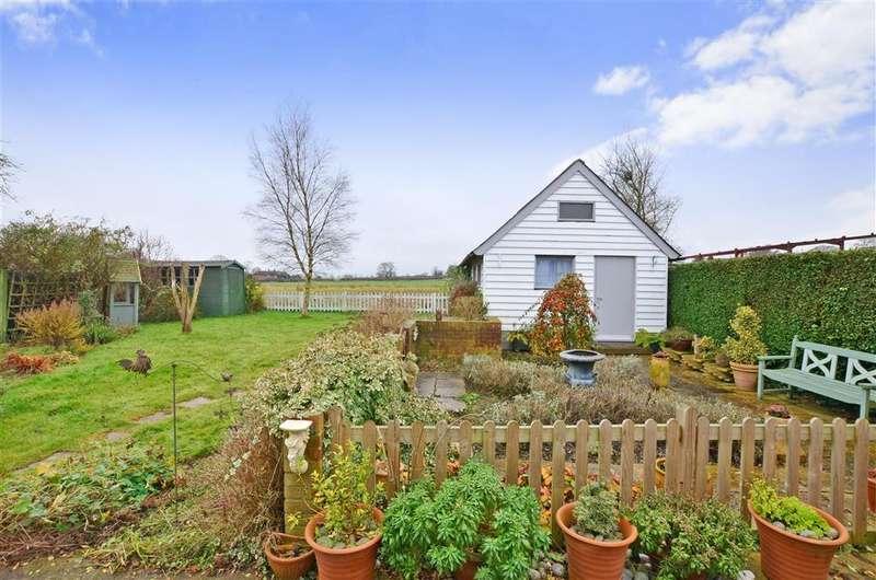 3 Bedrooms Detached House for sale in Broad Oak, Mersham, Ashford, Kent