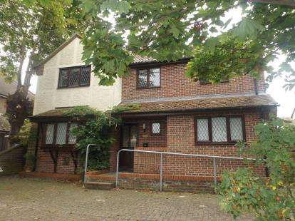 4 Bedrooms Detached House for sale in Walton On The Naze, Essex