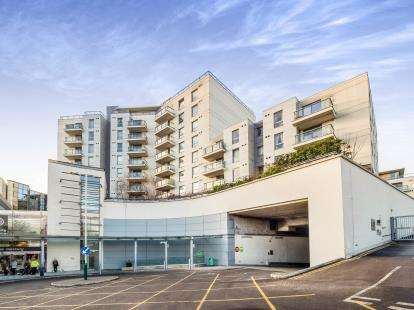 1 Bedroom Flat for sale in Dolphin Approach, Romford, Essex