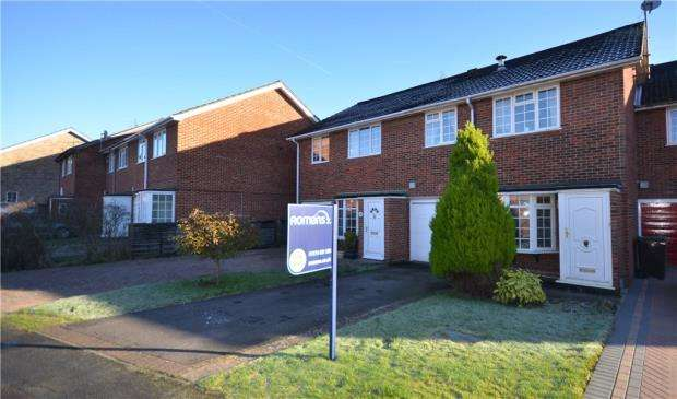 3 Bedrooms Terraced House for sale in Garrick Way, Frimley Green, Camberley