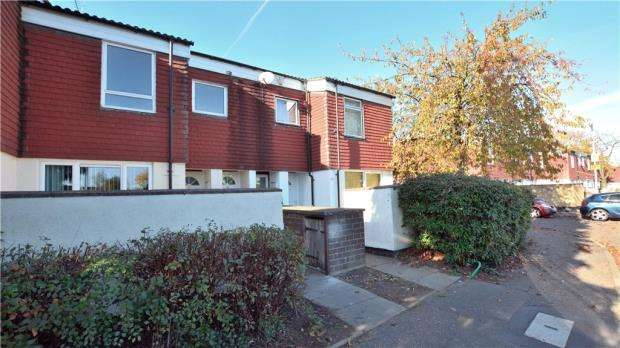 2 Bedrooms Maisonette Flat for sale in St. Helens Close, Cowley, Middlesex