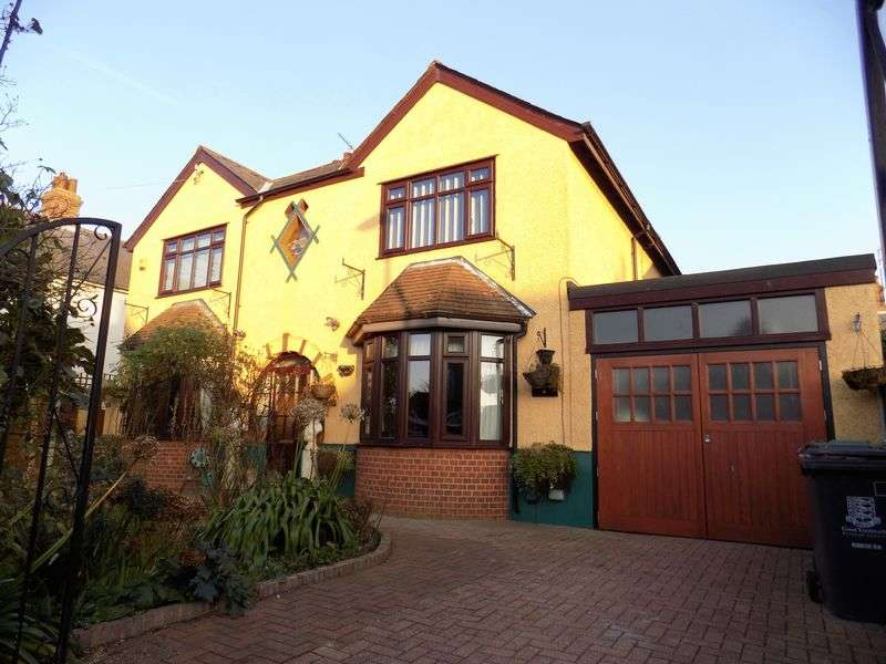 4 Bedrooms Detached House for sale in Windsor Avenue, Great Yarmouth