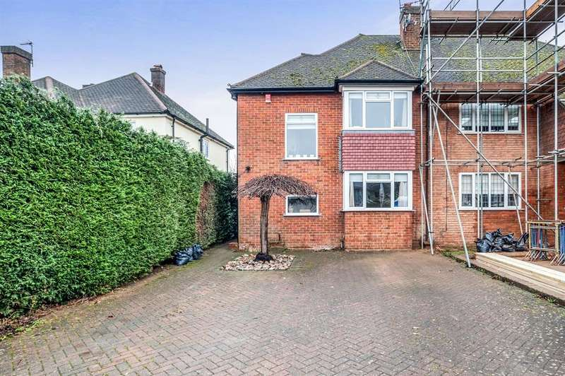 3 Bedrooms Semi Detached House for sale in Chiltern Avenue, Bushey, WD23