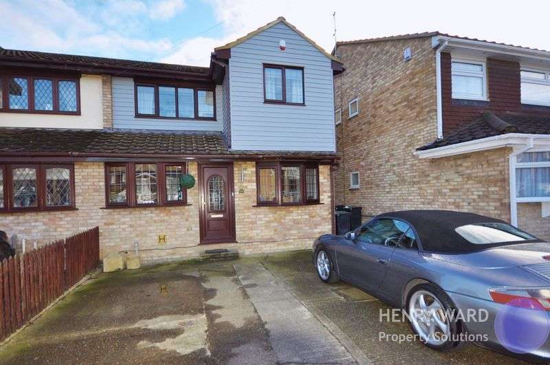 4 Bedrooms Semi Detached House for sale in Valley Close, Waltham Abbey