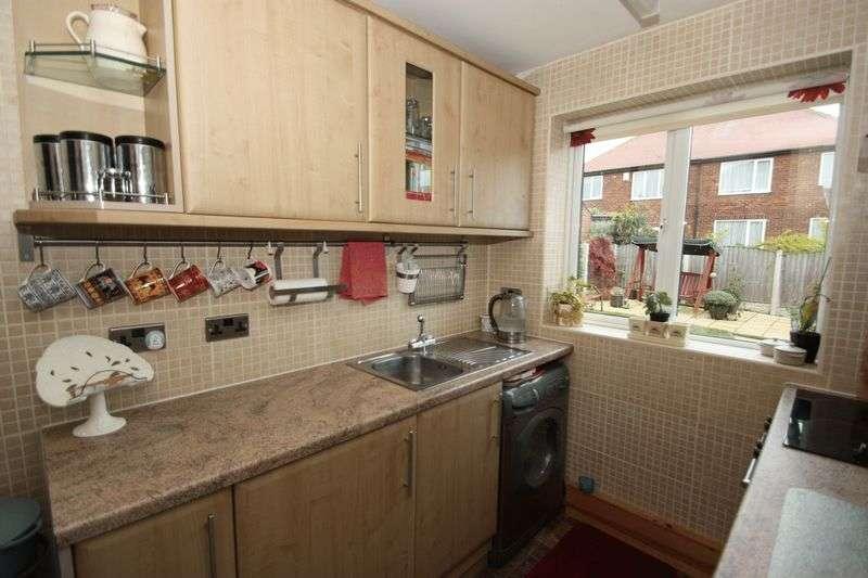 3 Bedrooms Semi Detached House for sale in Millfield Crescent, Pontefract