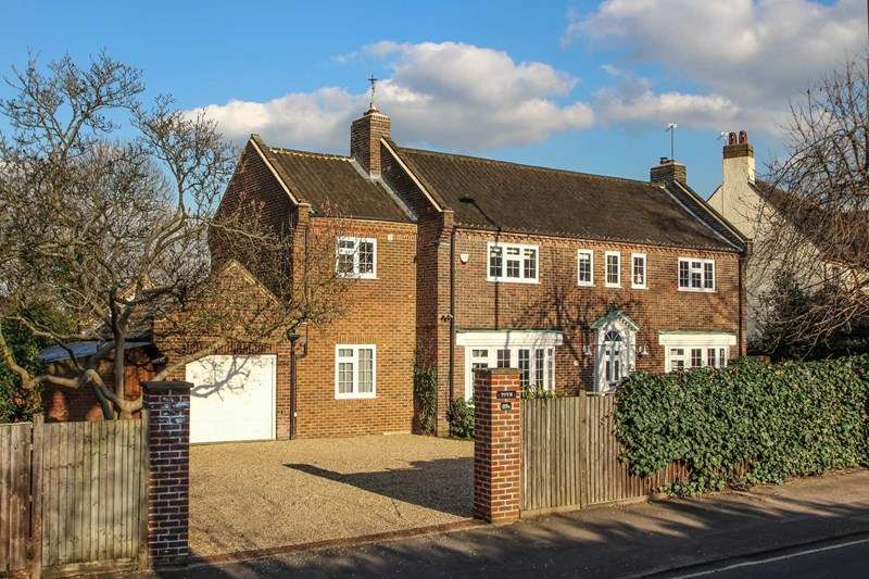 4 Bedrooms Detached House for sale in Hare Lane, Claygate, Esher