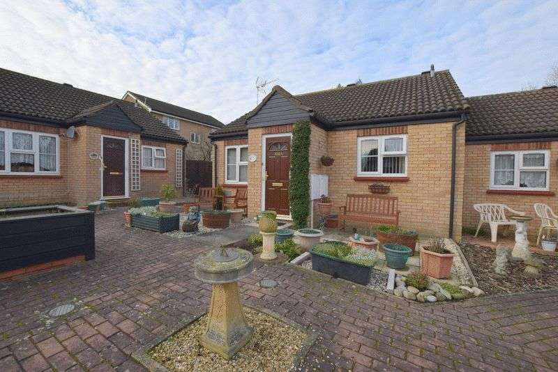 2 Bedrooms Bungalow for sale in Germander Place, Conniburrow, Milton Keynes