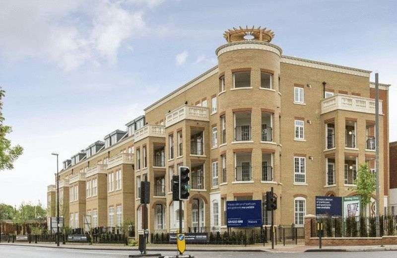 2 Bedrooms Flat for sale in Hampton Row, Woking Close, London SW15