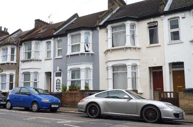 3 Bedrooms Terraced House for sale in Trundleys Road, London