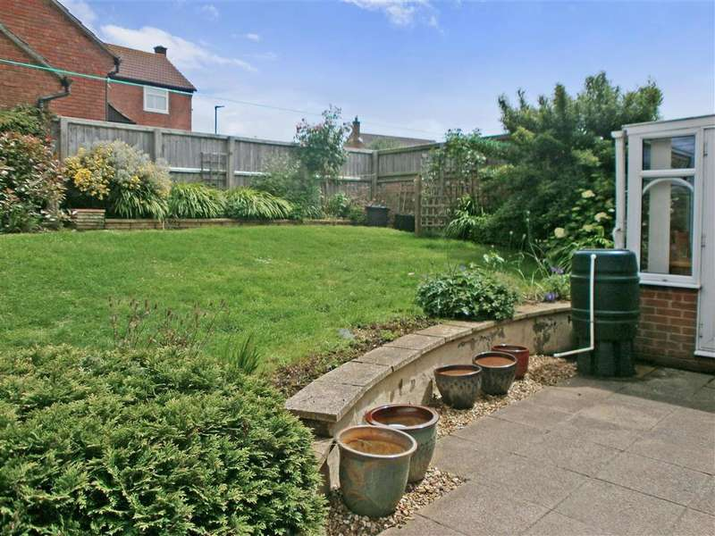 2 Bedrooms Bungalow for sale in Woodhall Drive, Lake, Isle of Wight