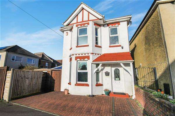 3 Bedrooms Detached House for sale in Iris Road, Winton, Bournemouth