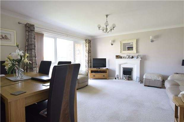 2 Bedrooms Flat for sale in The Borodales, White Hill Drive, BEXHILL-ON-SEA, TN39 3RW
