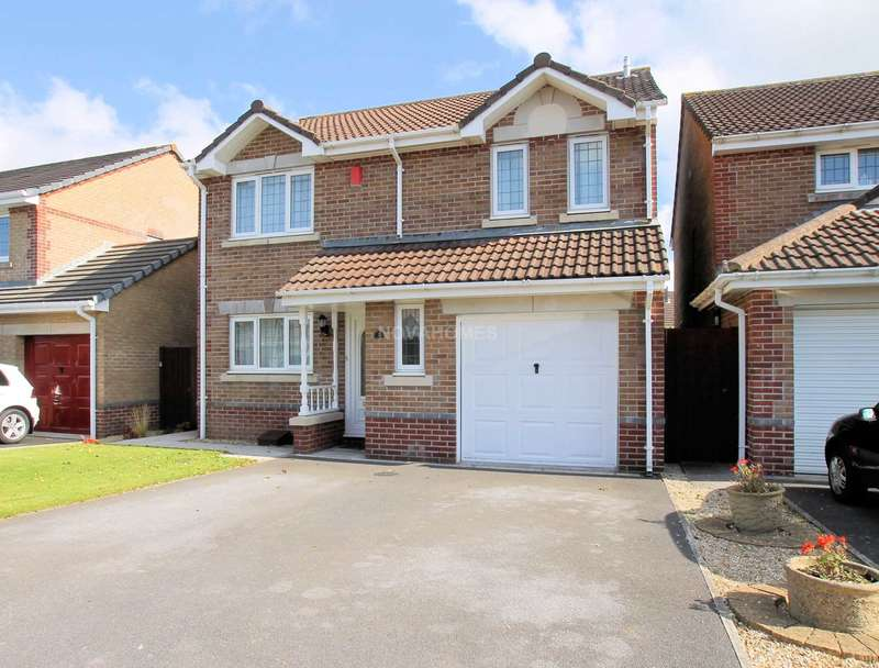 4 Bedrooms Detached House for sale in Cameron Way, Crownhill, PL6 5WB