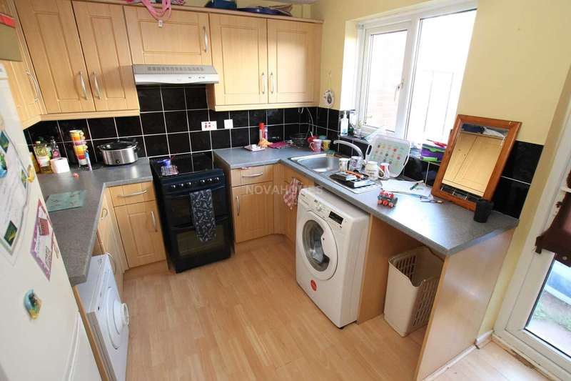 2 Bedrooms Terraced House for sale in Witham Gardens, Plymouth, PL3 6ES