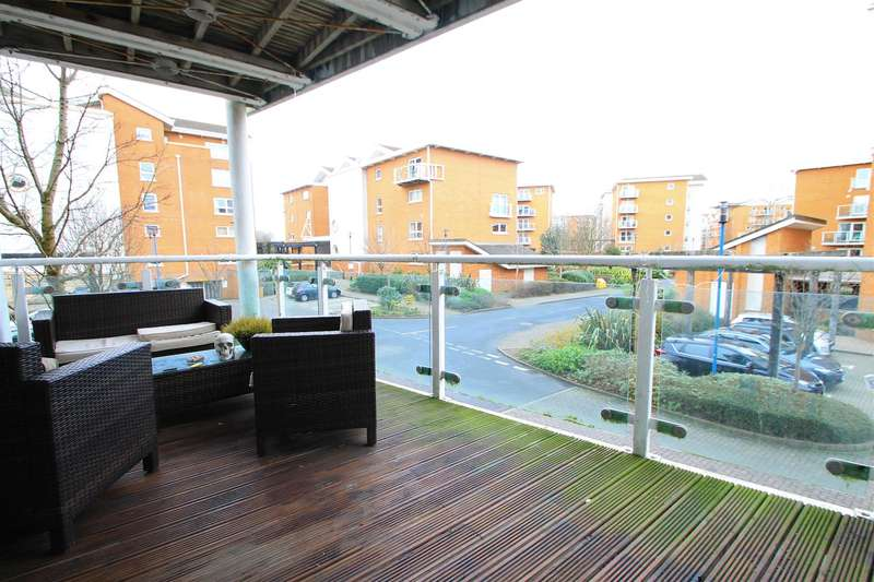 3 Bedrooms Apartment Flat for sale in Century Wharf, Cardiff Bay