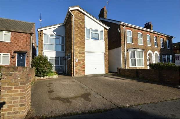 4 Bedrooms Detached House for sale in Bury Green Road, Cheshunt, Hertfordshire
