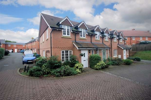 3 Bedrooms End Of Terrace House for sale in Cruickshank Drive, Wendover, Buckinghamshire