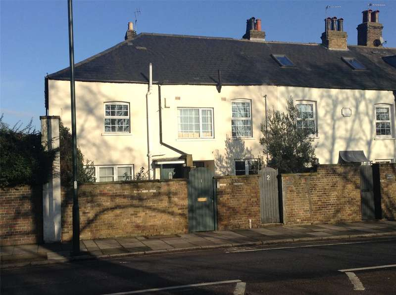 3 Bedrooms Maisonette Flat for sale in North Cottage, Hampton Court Road, East Molesey, Surrey, KT8