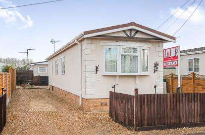 2 Bedrooms Mobile Home for sale in Pioneer Caravan Site, Thorney Road, Eye, Peterborough