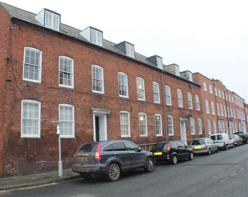 2 Bedrooms Apartment Flat for sale in King Charles Court, Worcester