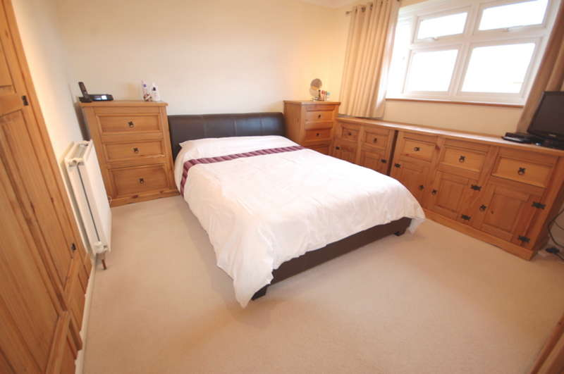 3 Bedrooms Semi Detached House for sale in Meon Close, Springfield, Chelmsford, CM1