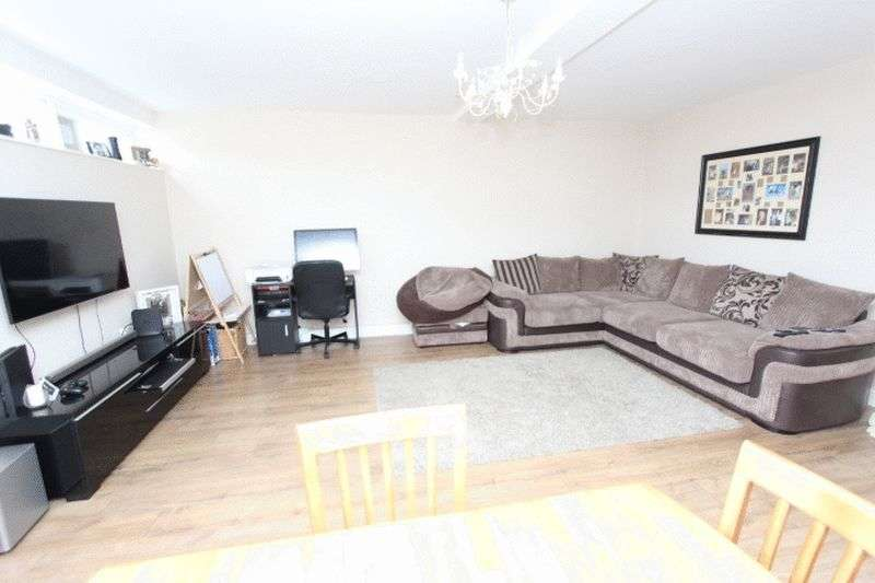 3 Bedrooms Flat for sale in High Street, Banstead, Surrey