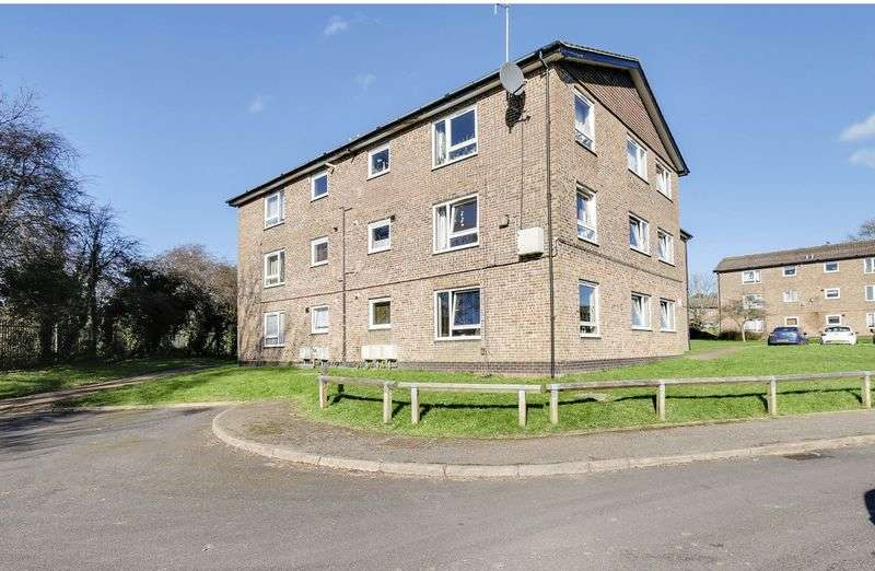 2 Bedrooms Flat for sale in Watermead, Tadworth