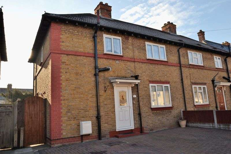 2 Bedrooms Semi Detached House for sale in Macdonald Avenue, Dagenham