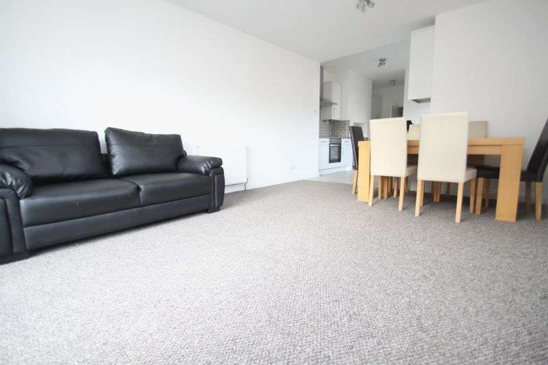 5 Bedrooms Semi Detached House for rent in Somerley Road, Winton