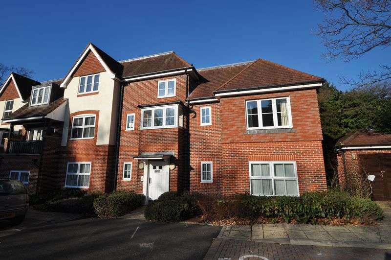 2 Bedrooms Flat for rent in Park Road, Camberley
