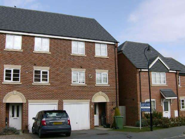 3 Bedrooms Town House for sale in Rickyard Walk, Grange Park, Northampton