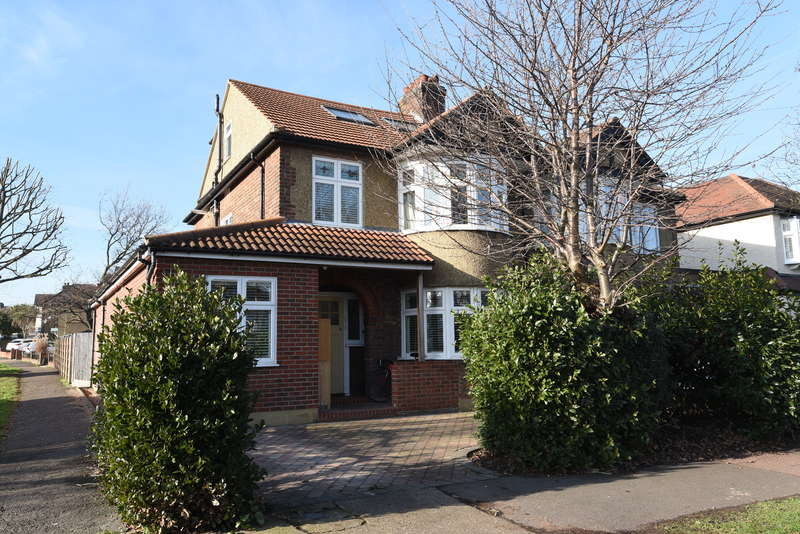 4 Bedrooms Semi Detached House for sale in Raeburn Avnue, Surbiton