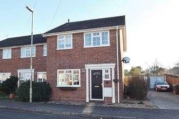 3 Bedrooms House for sale in Granada Close, Waterlooville, PO8 9AU