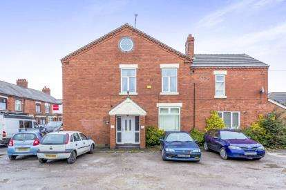 2 Bedrooms End Of Terrace House for sale in Underwood Lane, Crewe, Cheshire