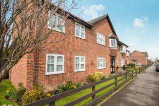 2 Bedrooms Retirement Property for sale in Park Court, Abbey Fields, Faversham, Kent