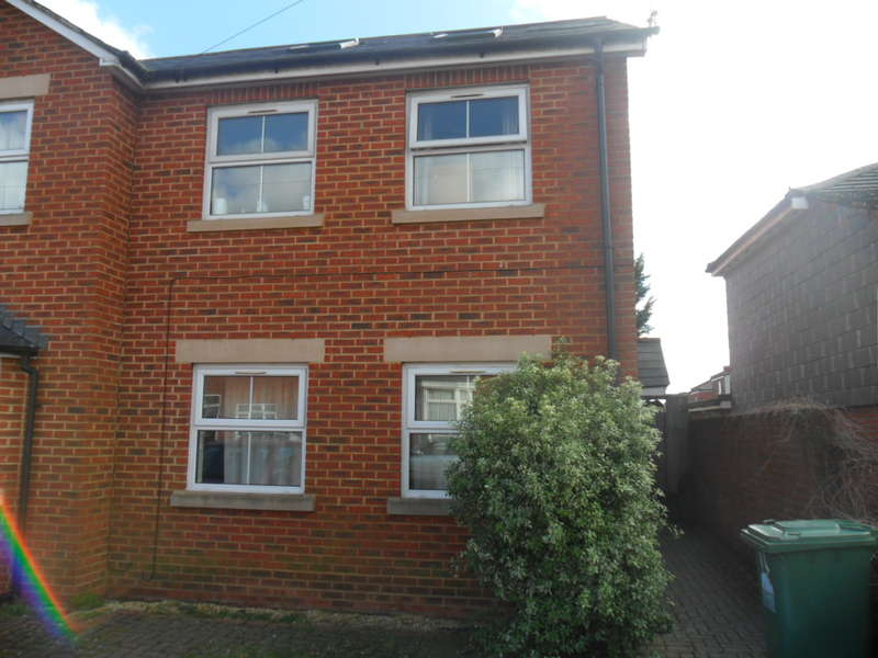 5 Bedrooms Detached House for rent in Avenue Road,