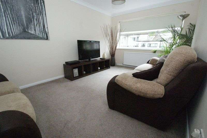 2 Bedrooms Flat for sale in Angle Road, Grays