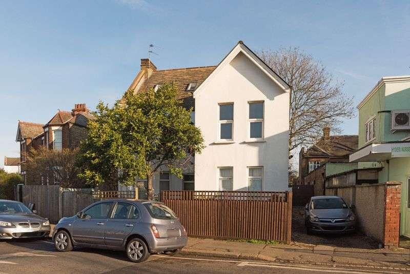 2 Bedrooms Flat for sale in Estreham Road, London
